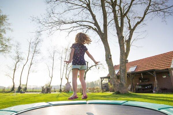 Trampoline pour enfants : pourquoi en prendre pour votre petit?